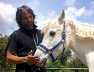 Joan Vila con un caballo